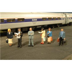 Standing Platform Passengers (O Scale)