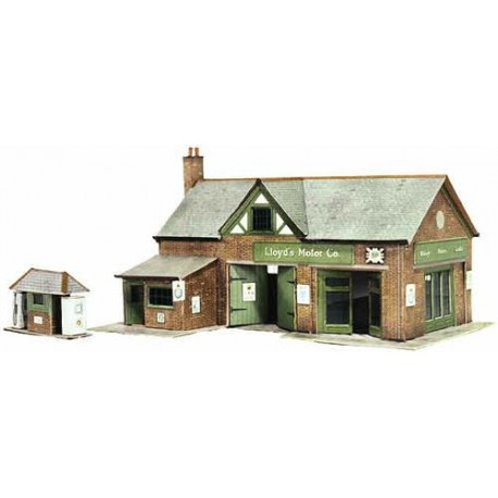 Country Garage with Petrol Pump H: 110mm - Card Kit
