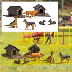 HO Dogs and dog houses