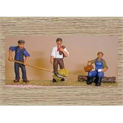 3 Farm workers (coat/hayfork & drinking) (O scale 1/43rd) - Unpainted