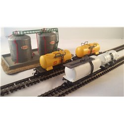 USED N gauge oil tank wagons (x2 Peco and x2 Lima) and storage depot (Faller)
