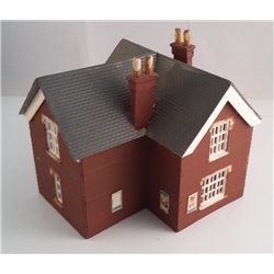 Bundle of N gauge station house and signal box plastic (used)