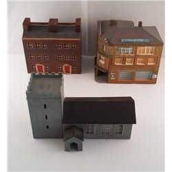 Bundle of 3 N gauge town buildings plastic (used)