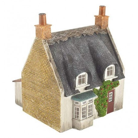 Thatched Cottage 83mm x 90mm x 100mm