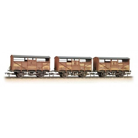 Triple Pack 8 Ton Cattle Wagons BR Bauxite weathered